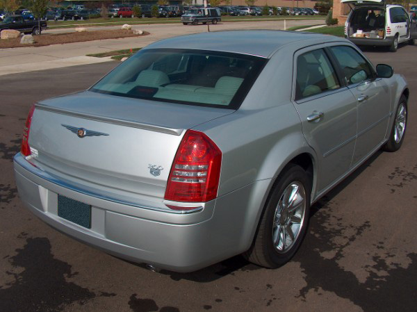 Chrysler 300C   2005-2007 Lip Style Rear Spoiler - Painted